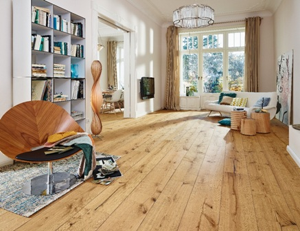 Laminált padlóburkolat nappaliba padlófűtéshez